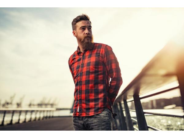 Как да носите риза в спортно-елегантен стил?