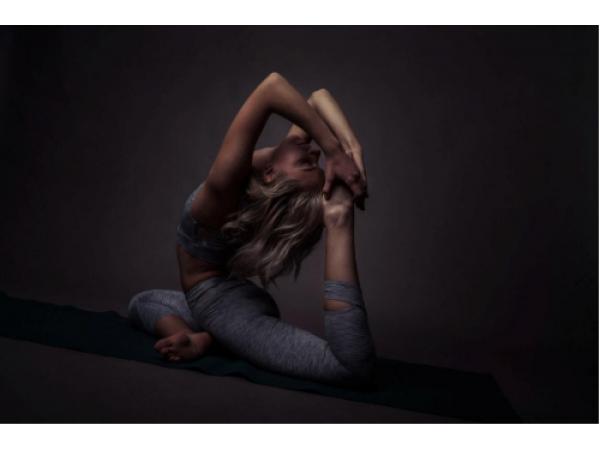 Как да изберем правилните дрехи за йога?