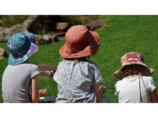 Детски шалове и шапки - изберете най-добрите аксесоари от Dress4less