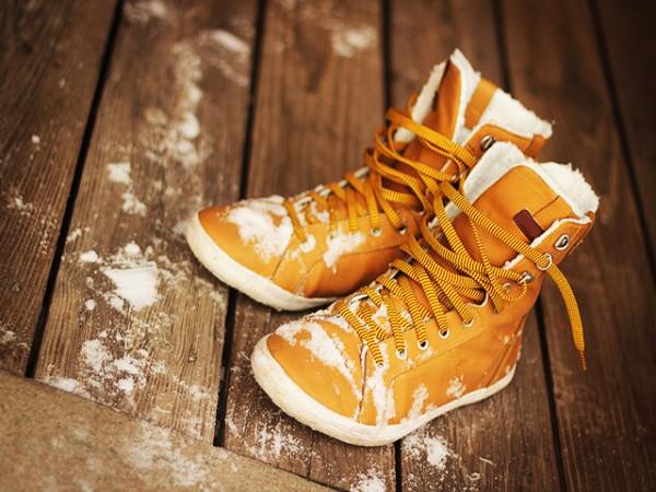 Как да се грижим за обувките си през зимата?