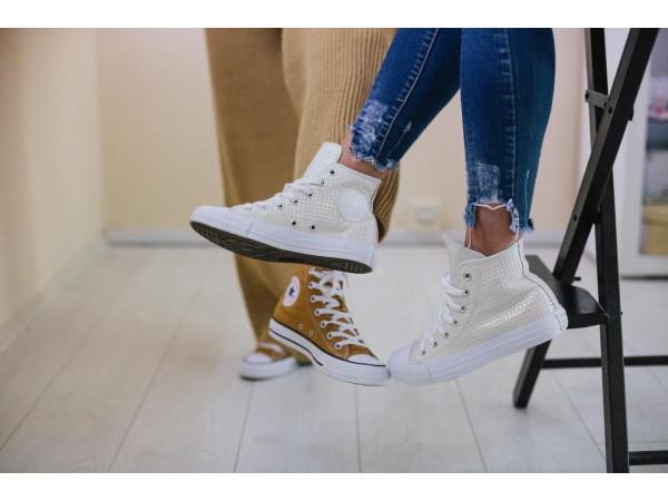 Модните тенденции в спортните обувки за дами през 2021 година